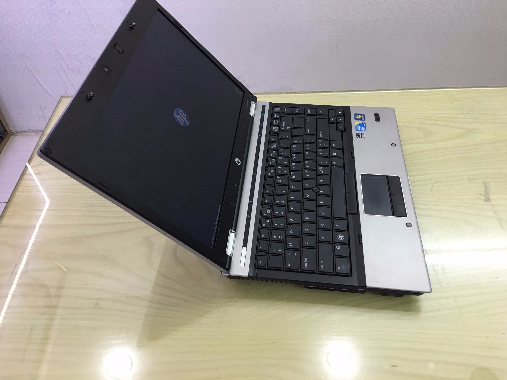 HP Elitebook 8440P ( Core I5 520M RAM 4GB HDD 250GB 14 Inch HD)